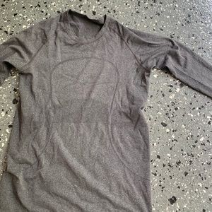 Lululemon. Run swiftly long sleeve. Grey. Size 8